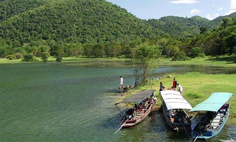 Aromatherapy Essential oils from Kaeng Krajarn Lake Thailand